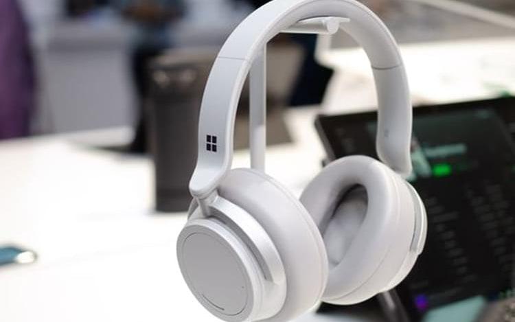 Conheça os fones de ouvido da Microsoft com cancelamento de ruído.
