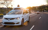Carros sem motorista da Waymo já percorreram 10 milhões de milhas em via pública
