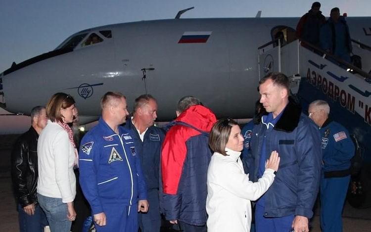 Astronauta relata como é cair para Terra após falha em foguete.