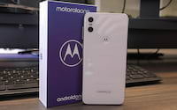 Unboxing Motorola One e primeiras impressões - O primeiro entalhe da Motorola