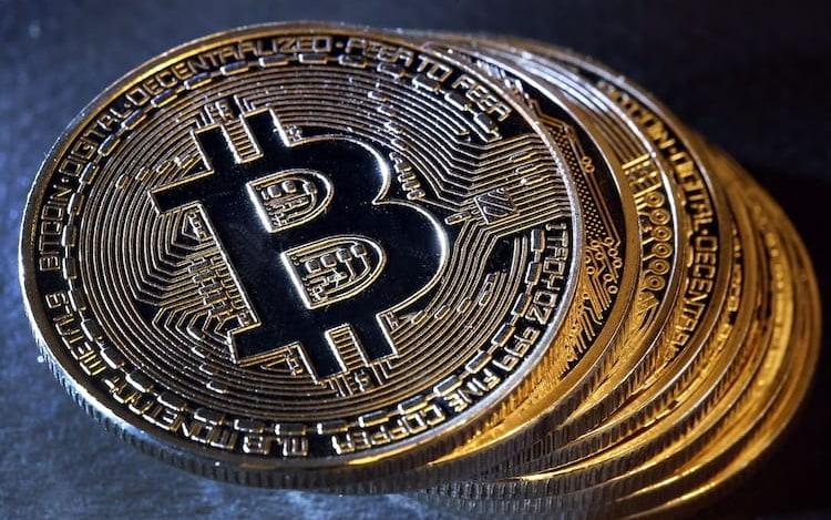 Autoridades dos EUA leiloam quase US$ 4 milhões em Bitcoin confiscado.