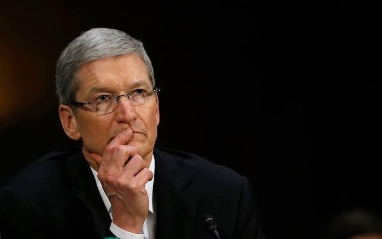 Tim Cook pede a Bloomberg que retire relatório sobre chip espião.
