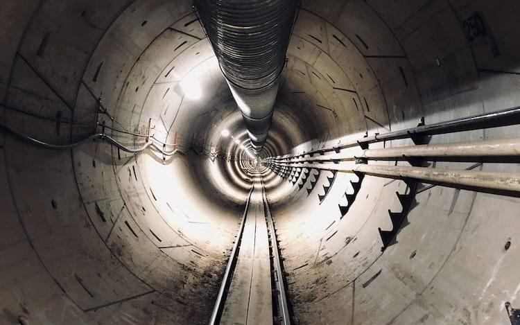 Elon Musk diz que primeiro túnel da Boring Company será aberto em 10 de dezembro.