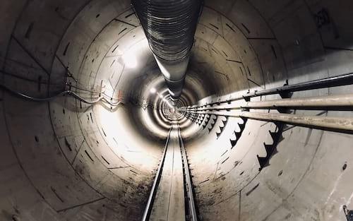 Elon Musk diz que primeiro túnel da Boring Company será aberto em dezembro