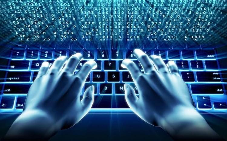 Relatório diz que liberdade na Internet continua em queda.