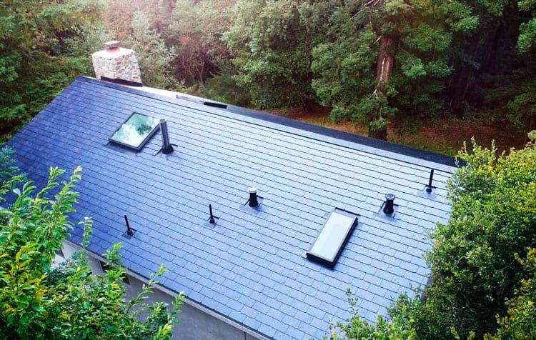 Esta casa está equipada com as Solar Roofs
