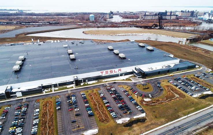 Gigafactory 2 foi inaugurada em agosto de 2017 no estado de Nova Iorque