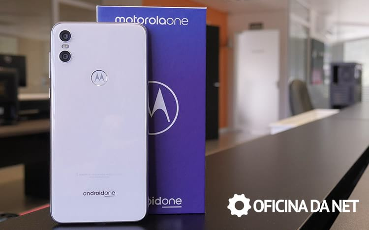 Review Motorola One - Bonito por fora, mas por dentro