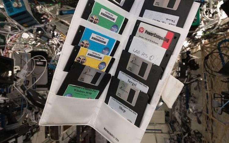 Disquetes acabam sendo encontrados na ISS.