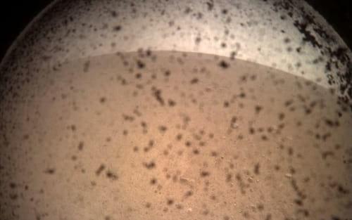 Após momentos turbulentos, InSight da NASA pousa em Marte