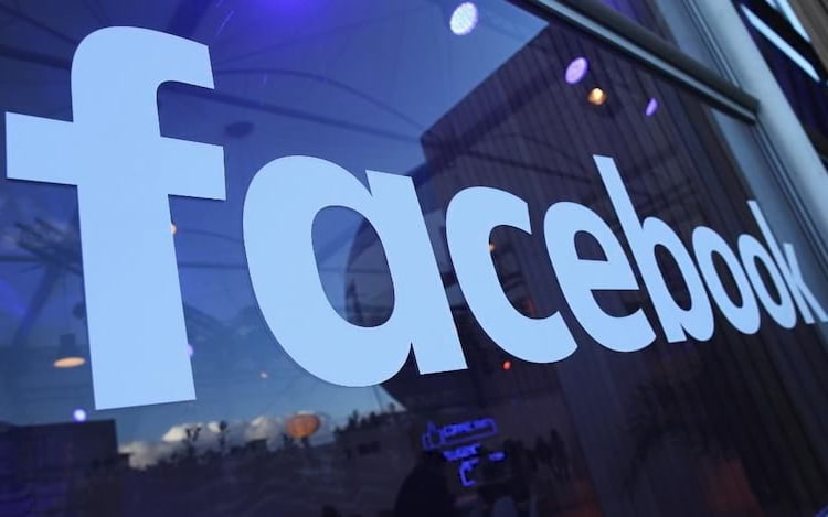 Facebook começa a testar modo de compras para transmissão ao vivo.