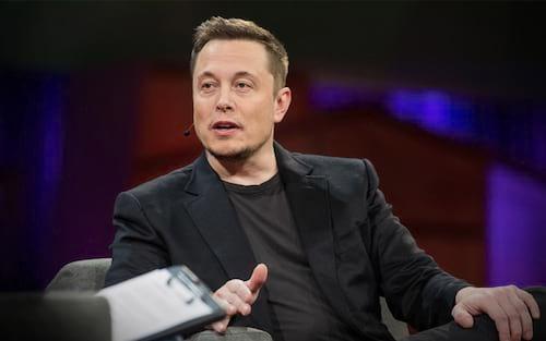 Elon Musk diz que ninguém está aprovando seus tweets após o acordo da SEC