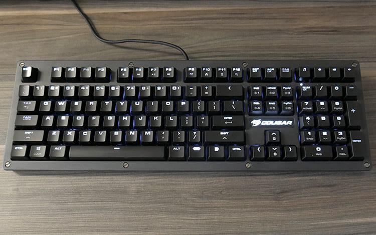 Review Cougar Puri, um teclado simples, bonito e... Protegido?