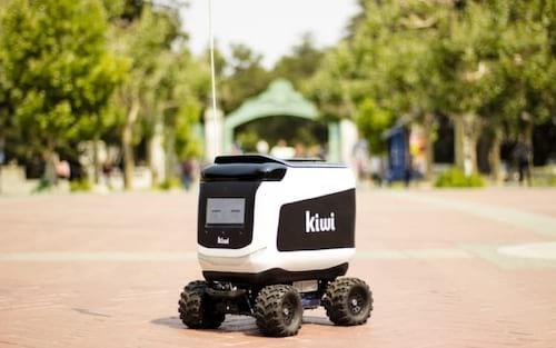 Robô responsável por entrega de comida pega fogo do nada