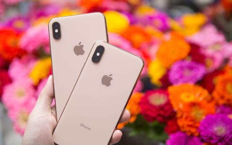 Apple diz que vendas do iPhone são prejudicadas por troca de baterias baratas.