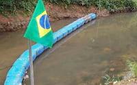 Brasileiro cria ecobarreira para despoluir rio que passa ao lado de sua casa