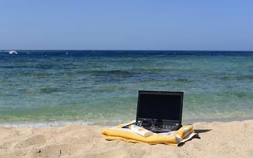 Como proteger seus aparelhos tecnológicos da praia e da maresia?