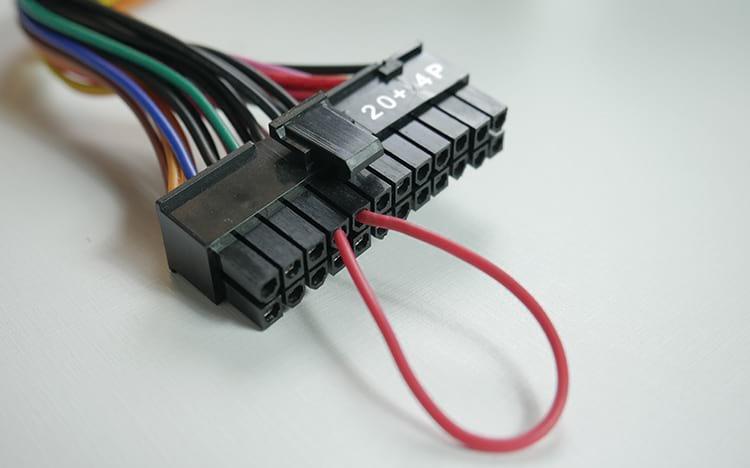 Ligando a fonte usando o Jumper de cabo