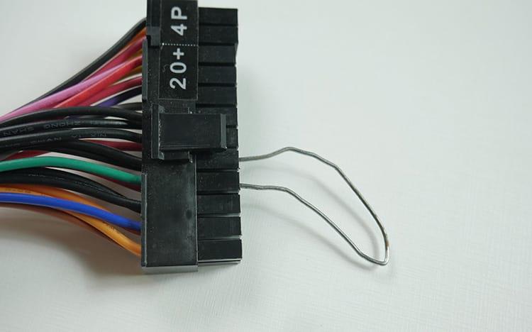 Ligando a fonte usando o Jumper de clipe