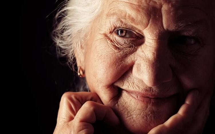 Estudo revela que cérebro feminino parece anos mais jovem que o de homem.
