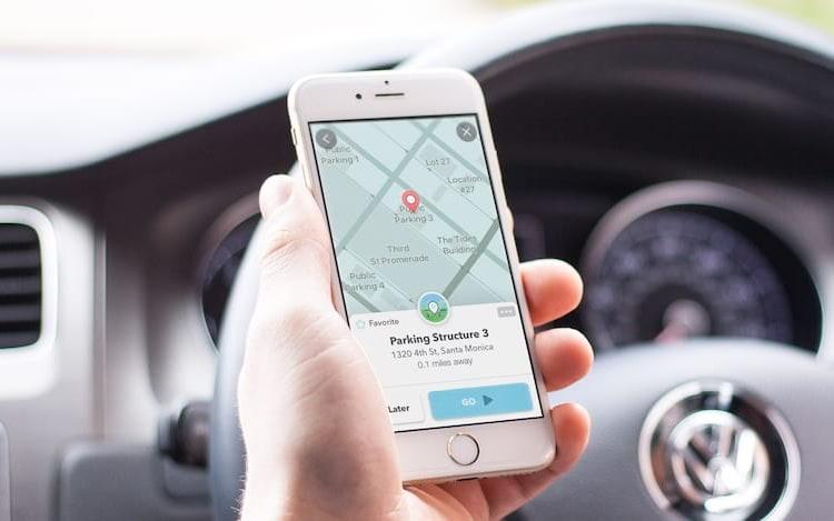 Polícia de Nova York ordena que Google pare de mostrar locais de blitz no Waze.