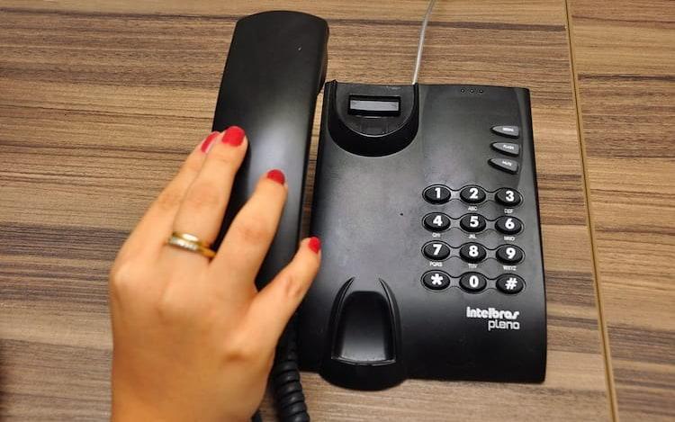 Anatel anuncia redução das tarifas das ligações de telefones fixos para celulares.