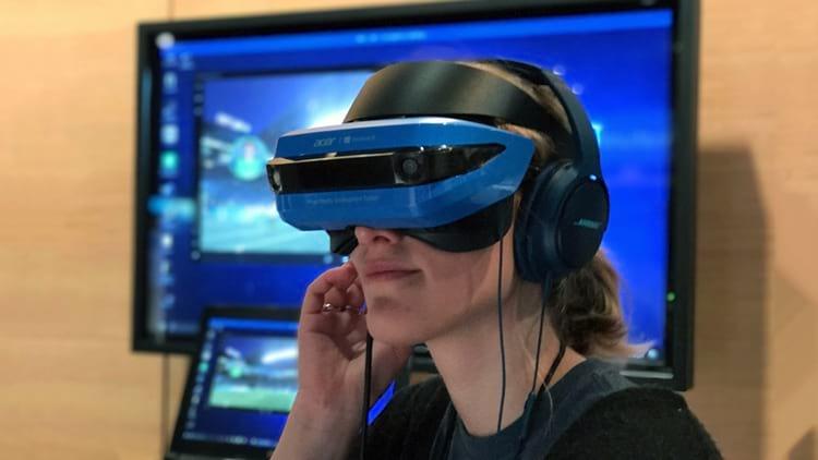Fone de ouvido e óculos VR