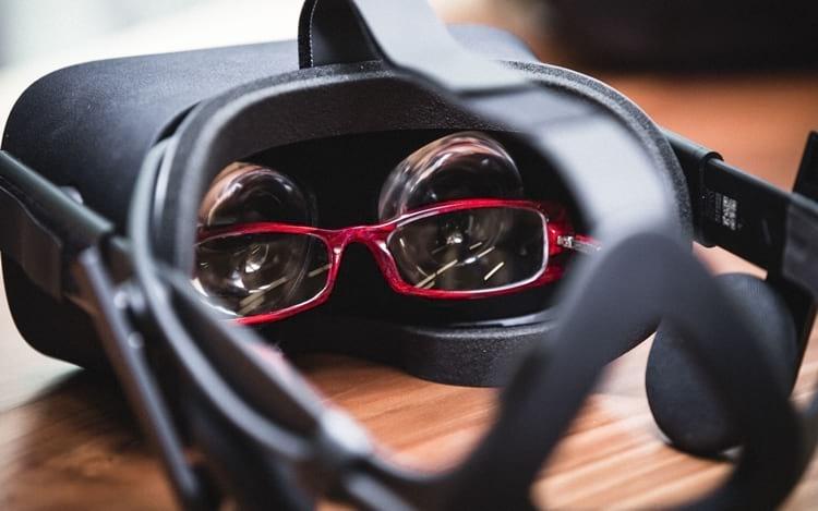 Como usar um óculos VR com óculos de grau?