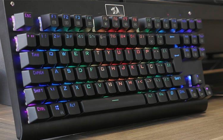 Bom, bonito e barato! O novo teclado mecânico RGB da Redragon de R$200! - REVIEW