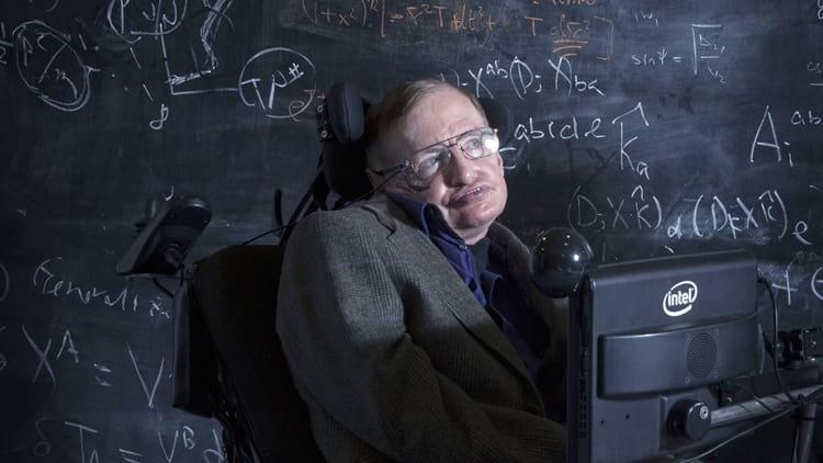Stephen Hawking com seu sintetizador de fala