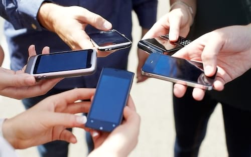 Estudo revela que brasileiros passam 9 horas por dia na internet