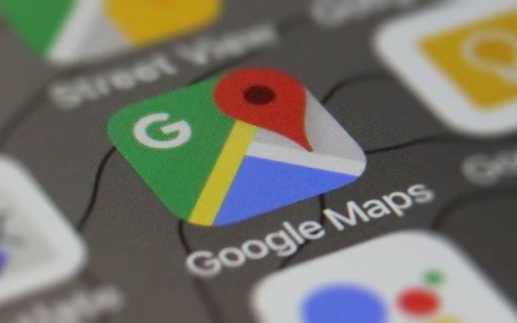 Google Maps inclui aviso de lentidão no trânsito.