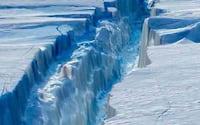 Icerberg gigantesco está se separando da Antártida