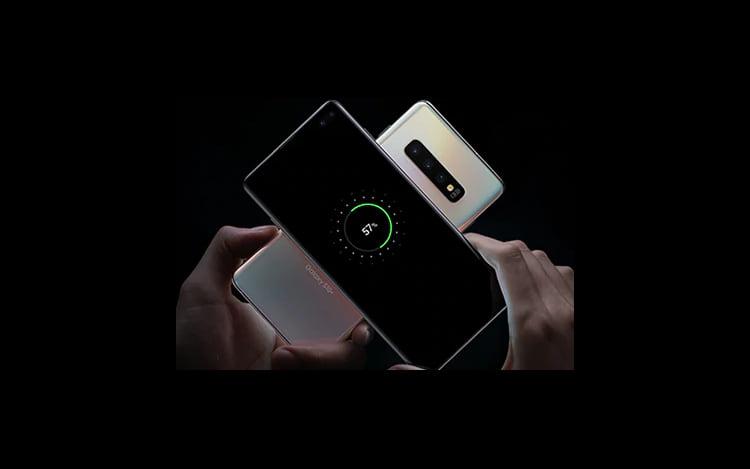 Samsung Galaxy S10 possui a tecnologia PowerShare, em que sua energia pode ser utilizada para carregar outros aparelhos