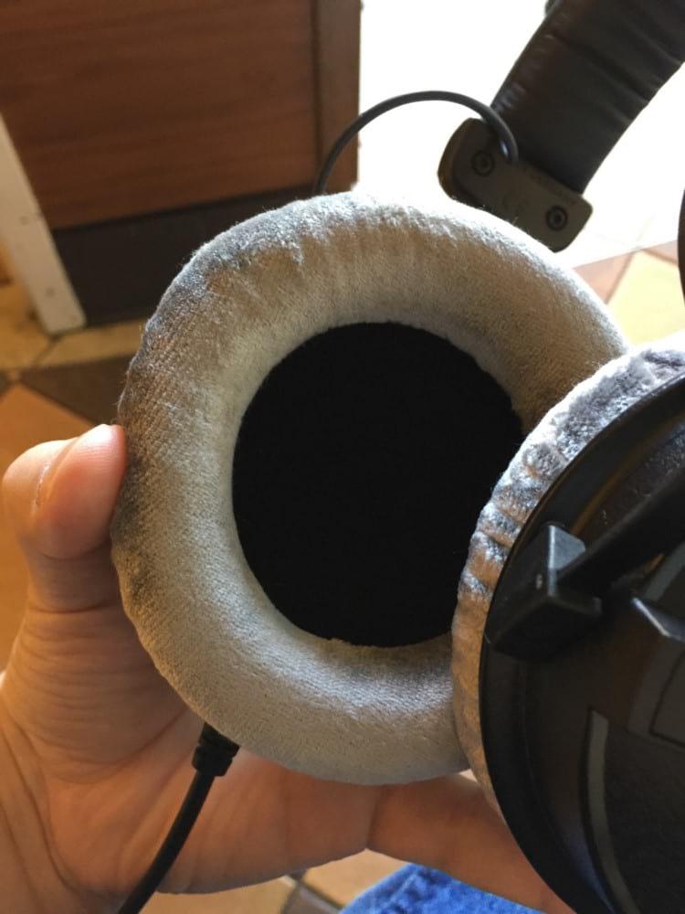 Headphone Beyerdynamic DT770 (fechado/possui cups seladas)