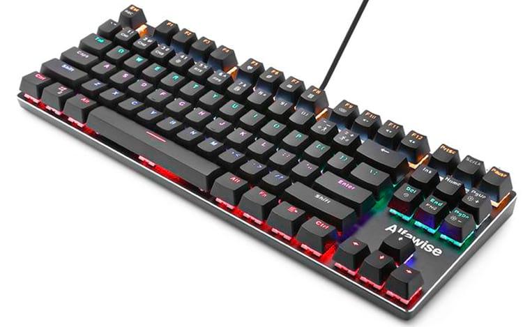 Note as bordas do teclado cromadas assim como a tecla de iluminação é em um local diferente
