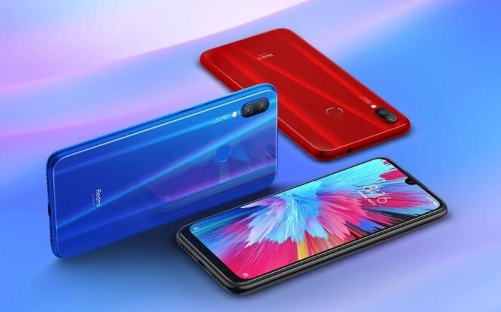 Redmi Note 7S está disponível nas cores azul, preto e vermelho.