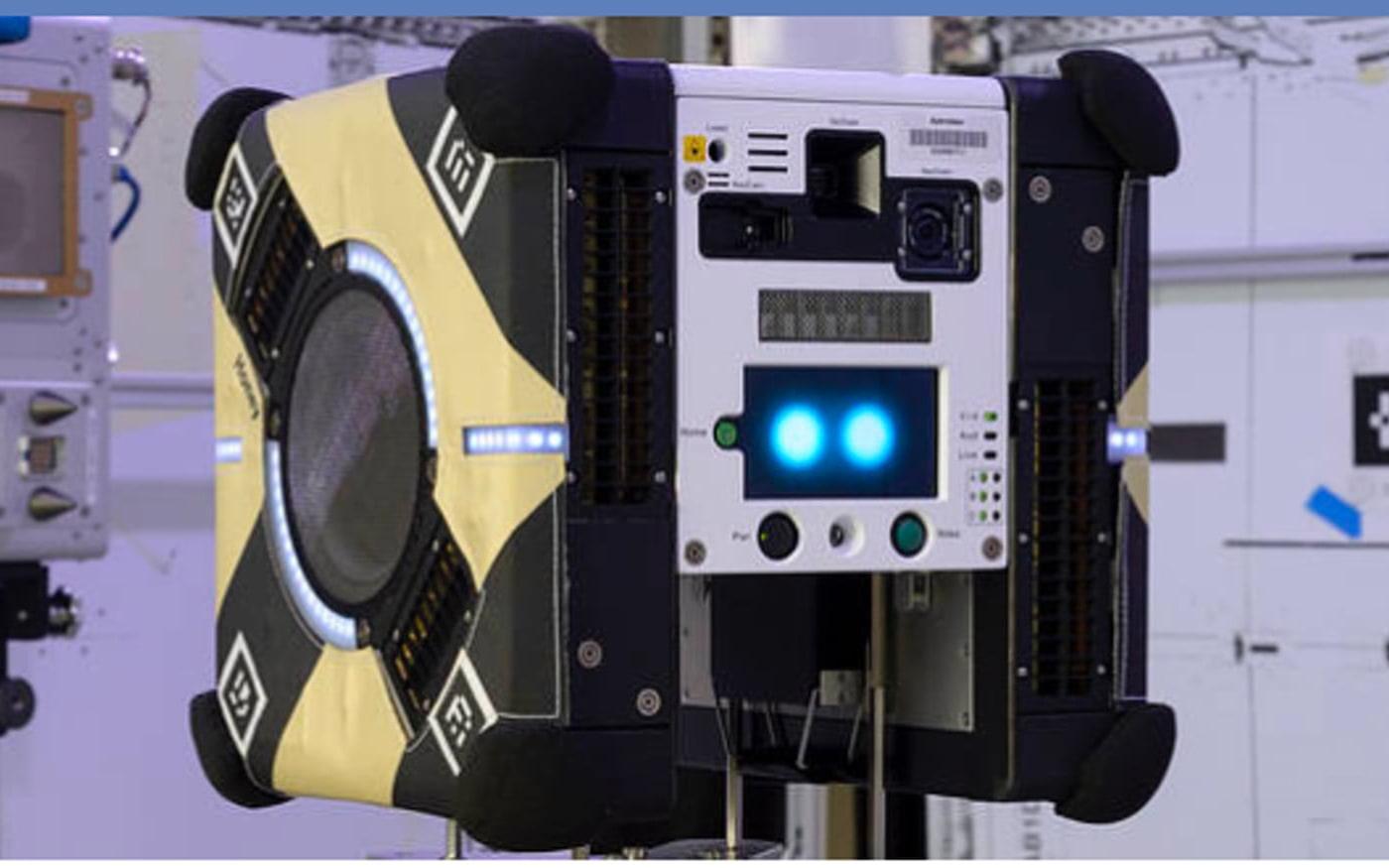 """O robô flutuante da NASA """"bee"""" está vivo e bem a bordo da ISS (Estação Espacial Internacional)"""
