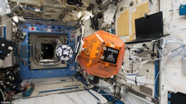 Astrobee na Estação Espacial Internacional