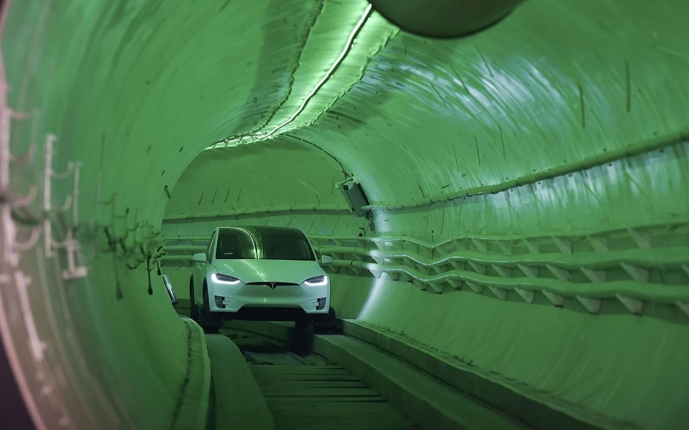 Boring Company divulga vídeo de carro autônomo a 204 km/h