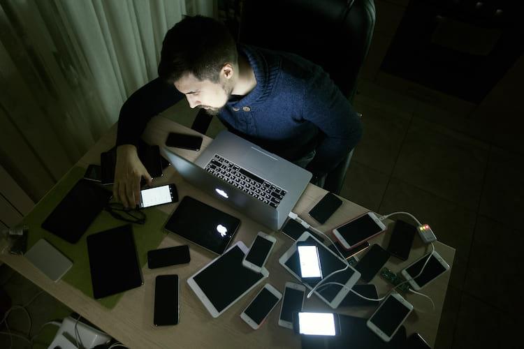 Todos os equipamentos utilizados pelos garotos durante o ataque hacker foram apreendidos pela polícia.
