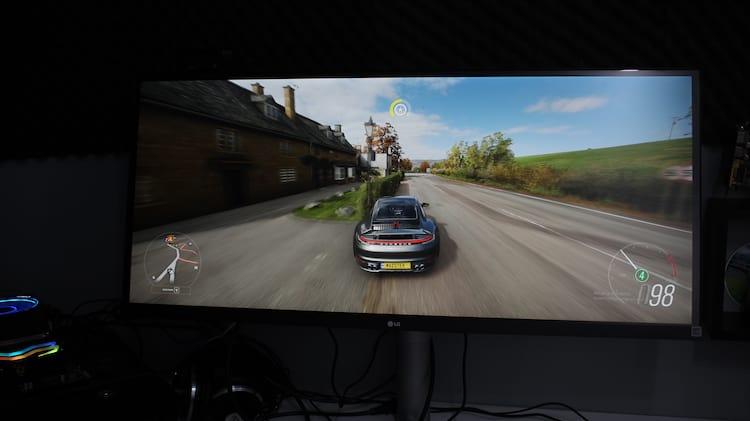 Jogos de corrida nesse monitor ficam excelentes