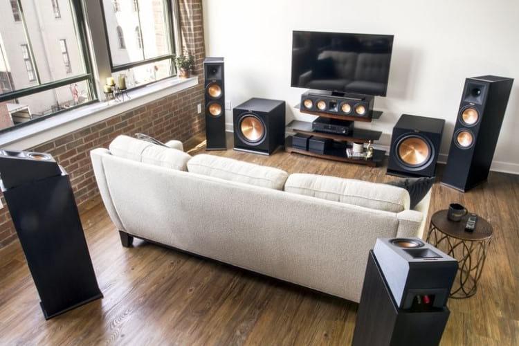 Sistema multicanal de caixas Klipsch com Dolby Atmos