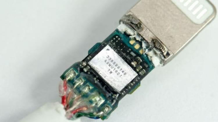 DAC/amp interno no conector lightning