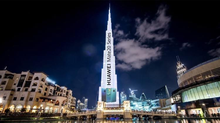 Projeção do Huawei Mate 20 no prédio Burj Khalifa