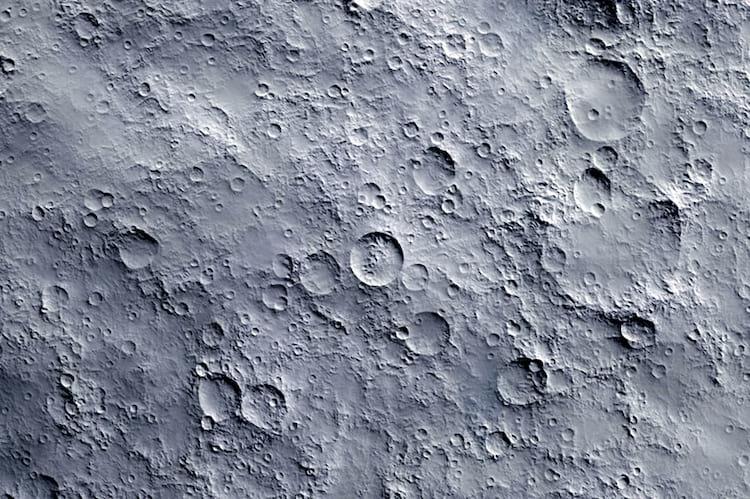 Apesar de ter aparência e textura macia, o pó lunar pode ser extremamente prejudicial à saúde humana.