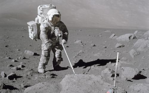 Astronauta da Apollo 17 conta ter tido reação alérgica a pó lunar e pede a NASA para fazer testes em próximos enviados à lua