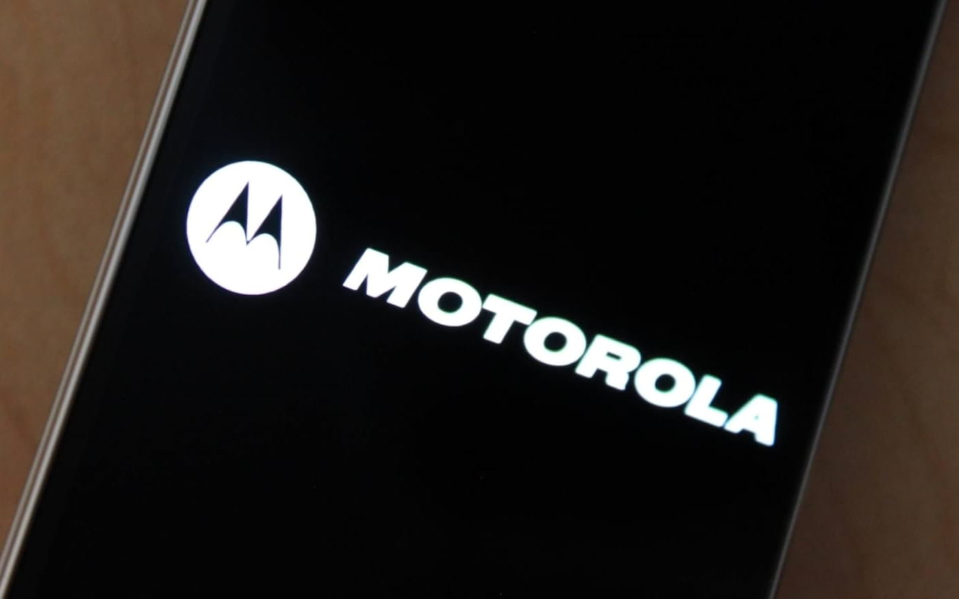 Um novo smartphone da Motorola, de propriedade da Lenovo, aparece na FCC