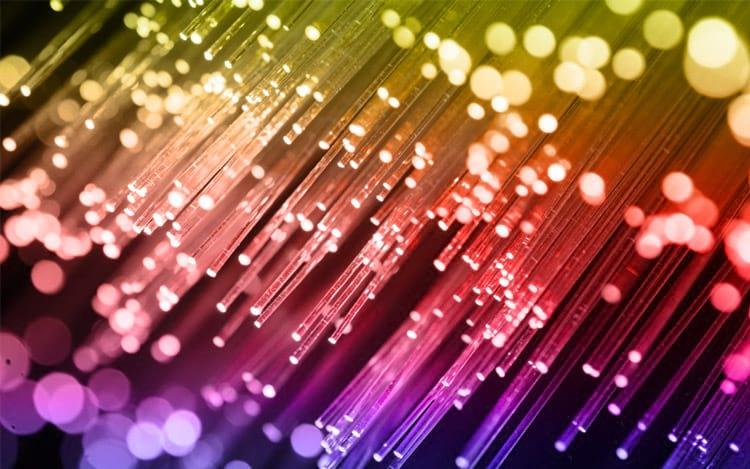 O que é e como funciona a fibra óptica