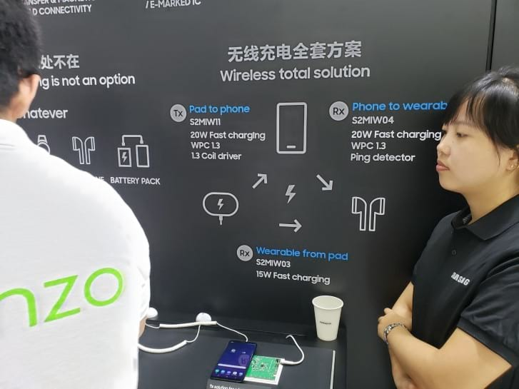 Imagem no estande da Samsung mostra informações técnicas sobre o carregamento